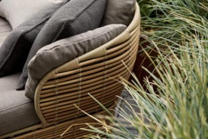Korbgeflecht der Möbelserie Basket von Cane-line in Nahaufnahme.